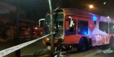 Colisión entre bus del Transantiago y auto particular dejó un fallecido