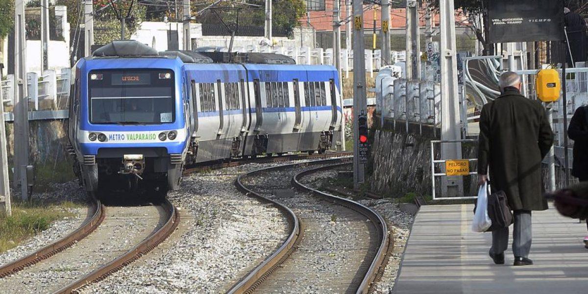 Dos detenidos por rayar vagones del Metro de Valparaíso