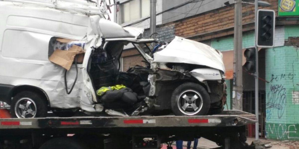 Colisión entre auto particular y bus del Transantiago dejó una víctima fatal