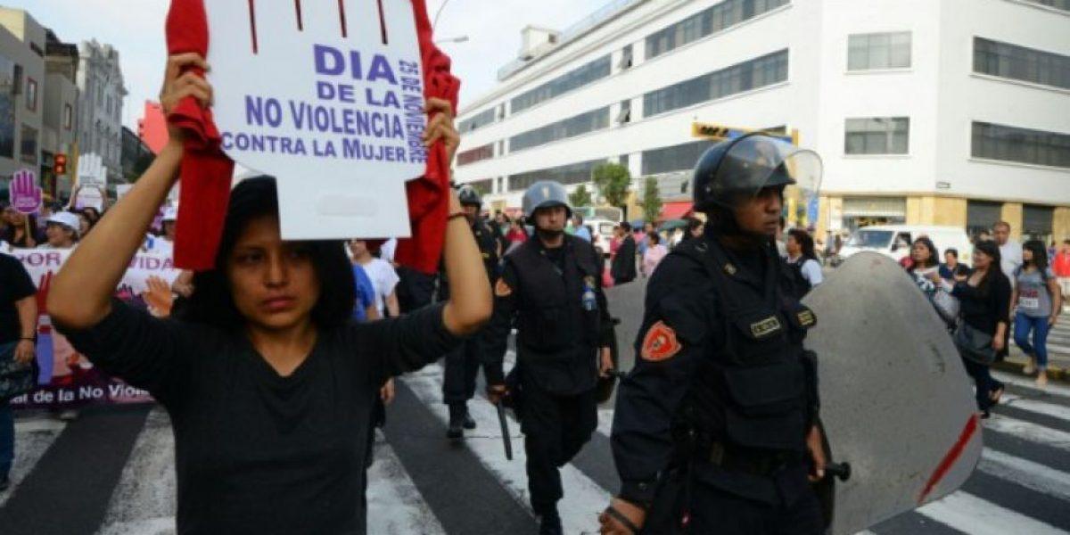 Miles de personas rechazan la violencia contra la mujer en marchas en Perú