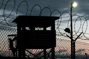 Algunos de los presos transferidos a Emiratos Árabes Unidos llevaban 14 años en Guantánamo y estaban recluidos sin cargos en su contra. Foto:EFE. Imagen Por: