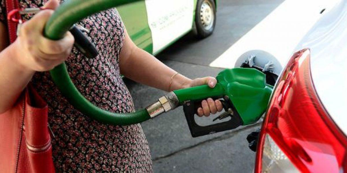 Precio de las bencinas registra nueva caída este jueves