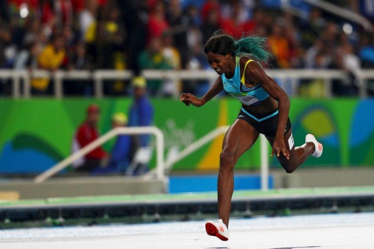 Shaunae Miller se lanzó hacia la meta en los 400 metros Foto:Getty Images. Imagen Por: