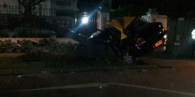 Las Condes: taxista protagonizó fatal accidente de tránsito tras impactar con un árbol