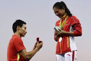 Le pidieron matrimonio a la clavadista china He Zi, después de recibir la medalla de plata. Aceptó. Foto:AFP. Imagen Por: