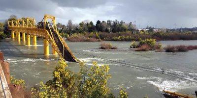 Los posibles riesgos por caída de soda cáustica al río Toltén tras accidente ferroviario