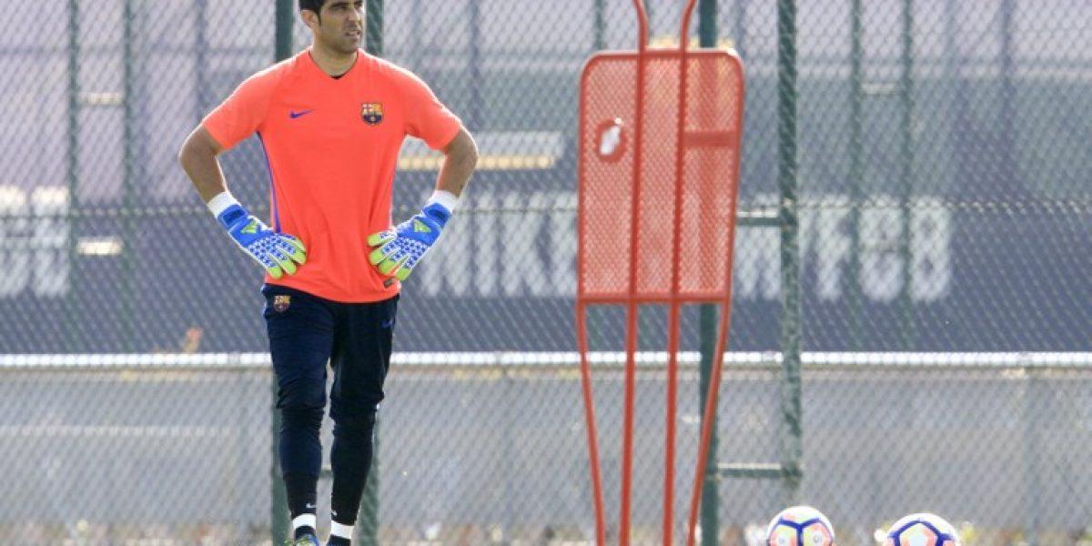 Destino Premier: Claudio Bravo no se entrenó con Barcelona y viajaría a Inglaterra