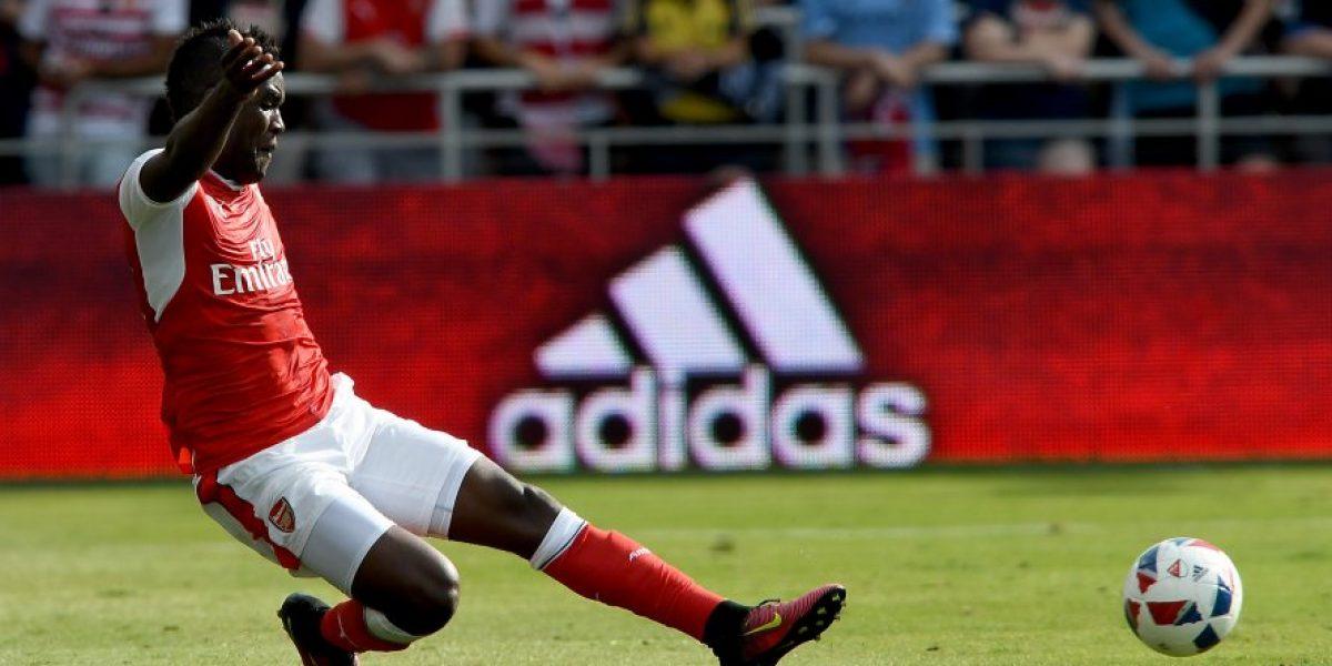 Alexis ve partir a uno de sus compañeros de ataque en el Arsenal