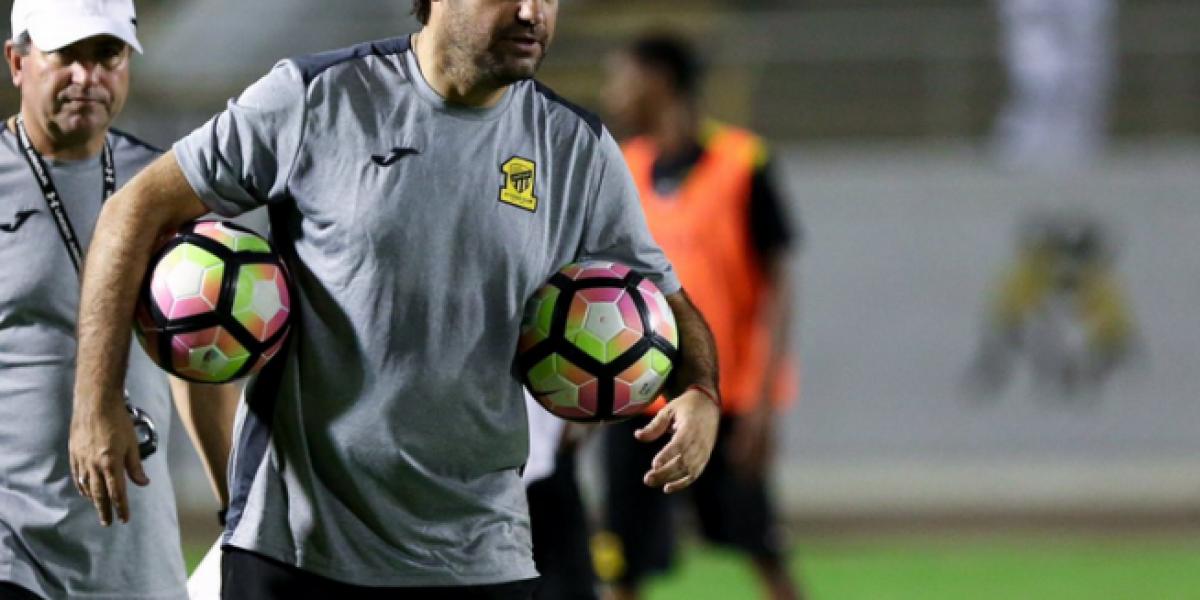 Sierra sigue con su paso triunfal en Arabia gracias al aporte goleador de Villanueva