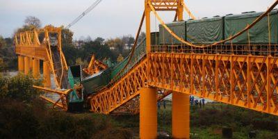 Autoridades: contaminación en río Toltén es normal tras caída del puente