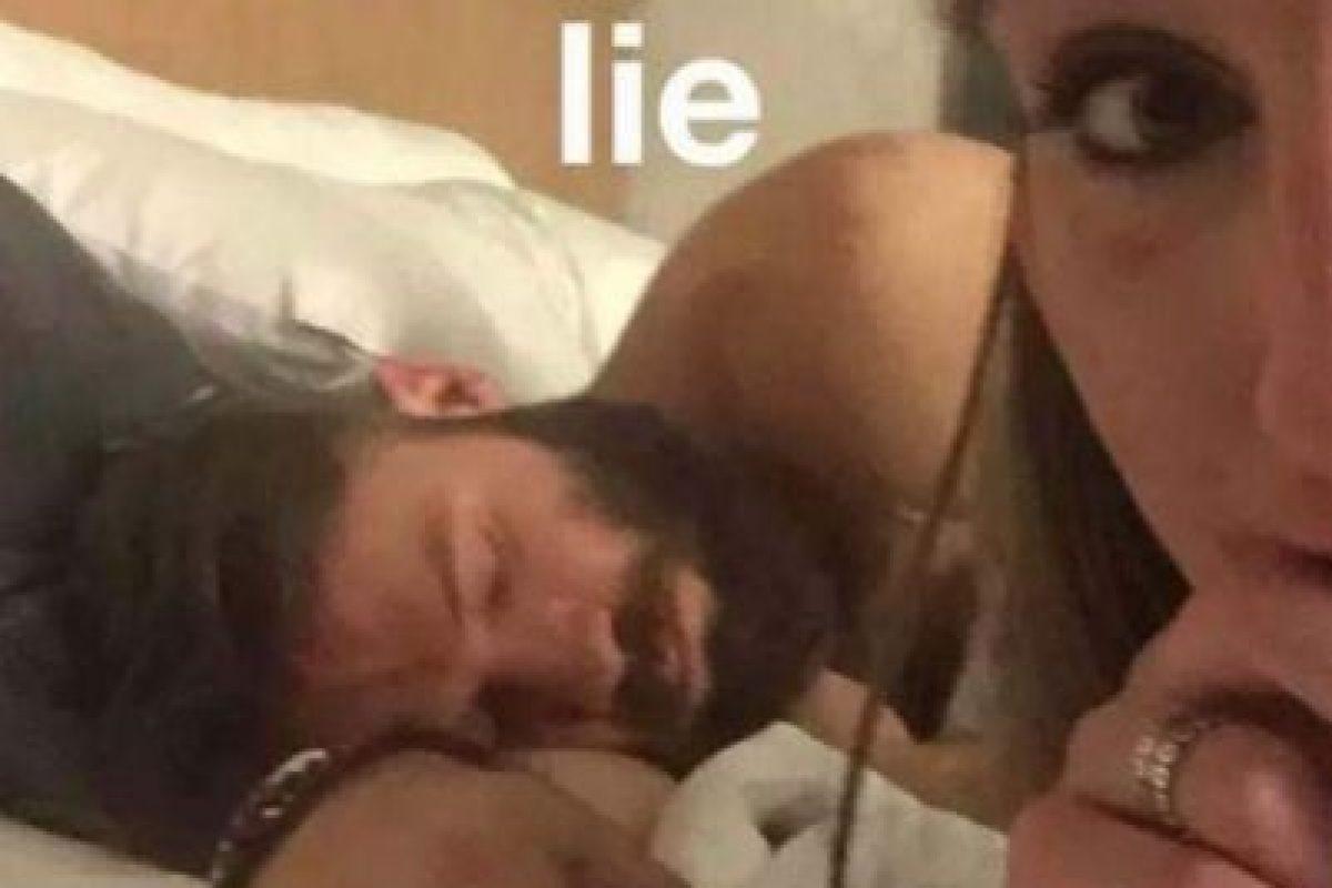 También en 2015, Julian Edelman, jugador de la NFL, estuvo en la cama con una chica de nombre Sabrina, quien presumió que tuvo relaciones con el hombre de New England Patriots Foto:Tinder. Imagen Por: