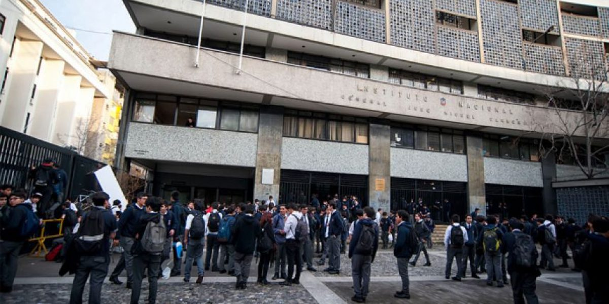 Instituto Nacional y Municipio de Santiago apelarán a la pérdida de excelencia académica
