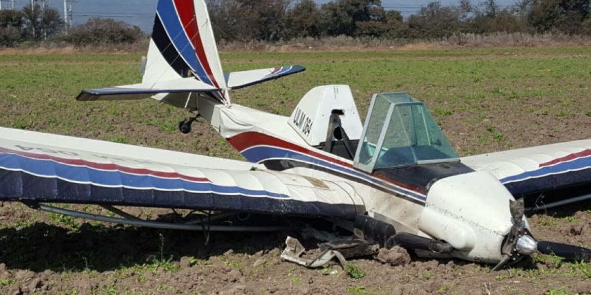 Avioneta capotó en cercanías de sector residencial de Melipilla