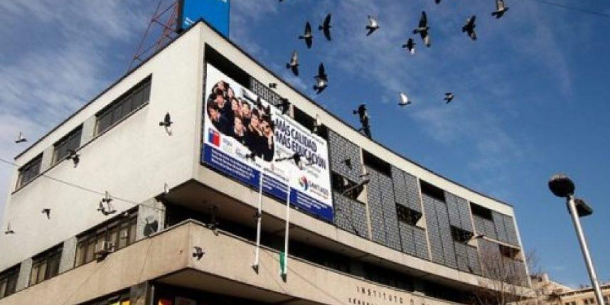 Profesores del I. Nacional estudian demanda contra dirigente del centro de padres por injurias sobre boicot