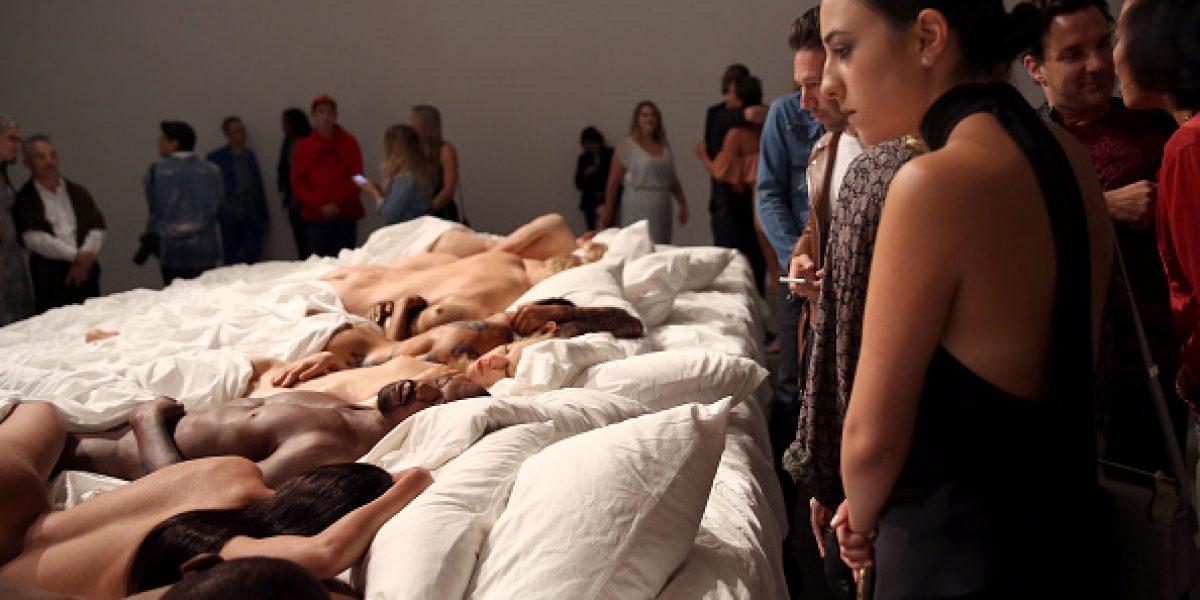 Kanye West inaugura exposición de su polémico video