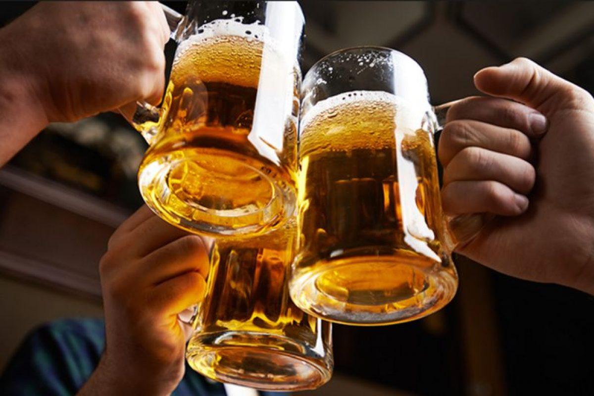 Beber hasta los años 60 fue socialmente aceptado en todos los círculos. Incluso en el trabajo. Esto cambió apenas se vio lo que hacía el alcohol. Foto:Getty Images. Imagen Por: