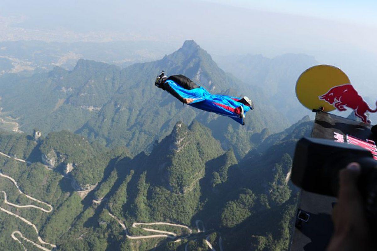El salto B.A.S.E. es considerado por muchos como el más extremo entre los deportes extremos. Foto:Getty Images. Imagen Por: