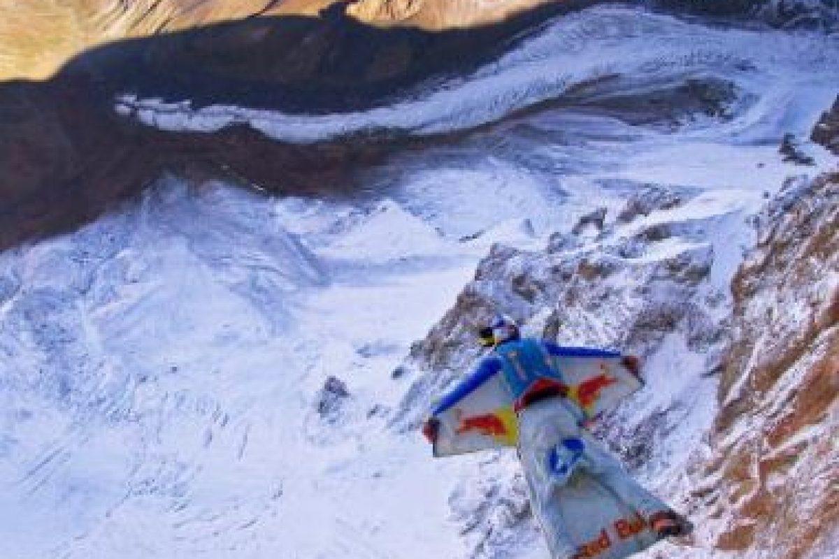 Los saltos B.A.S.E. se hacen generalmente de altitudes mucho más bajas que en paracaidismo Foto:Getty Images. Imagen Por: