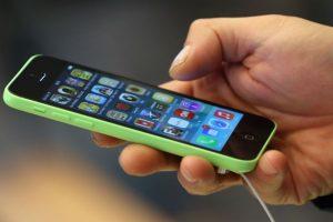Las últimas versiones de iPhone tienen la posibilidad de desbloquearlos… Foto:Getty Images. Imagen Por:
