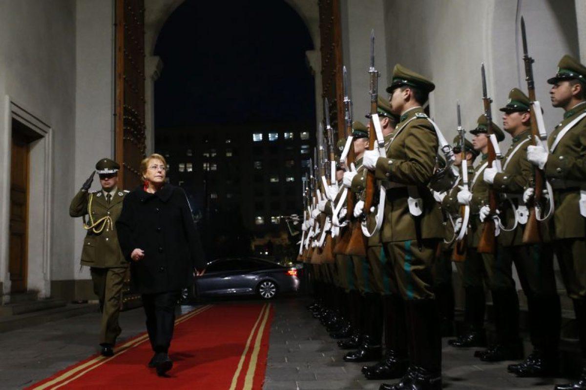 El rechazo a la Presidenta Bachelet anotó un histórico 74%. Foto:Aton. Imagen Por: