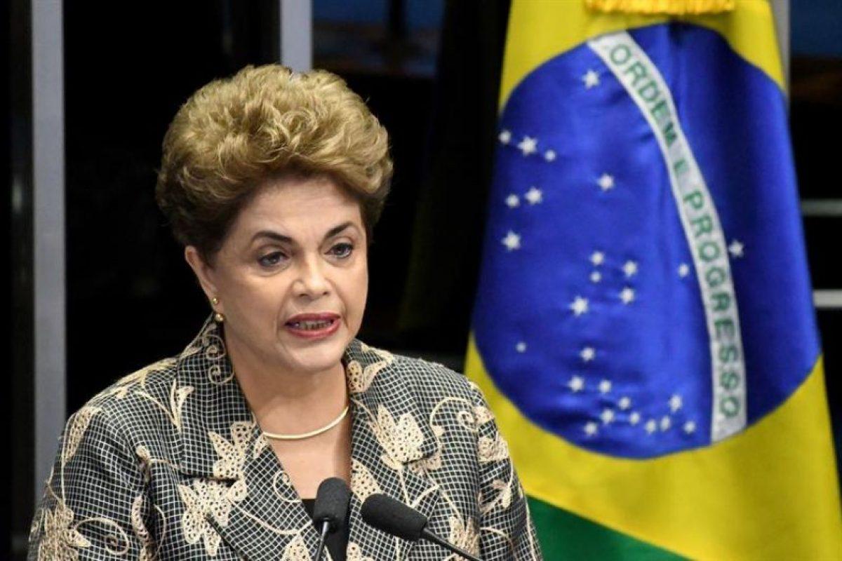 Ante los 81 senadores, constituidos en jueces y dirigidos por el presidente de la Corte Suprema, Ricardo Lewandowski, como garante constitucional del proceso, Rousseff insistió en su inocencia. Foto:Efe. Imagen Por: