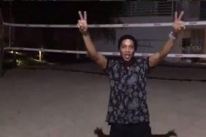 """Y aprovechó la oportunidad para componer y cantar la canción """"Eu sou do mundo, um vencedor"""", el himno para los atletas locales Foto:Instagram. Imagen Por:"""