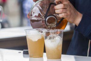 Los tragos menos calóricos son la cerveza, con 35 calorías por cada 100 ml y el espumante, que contiene 67 calorías en la misma cantidad. Foto:Agencia UNO. Imagen Por: