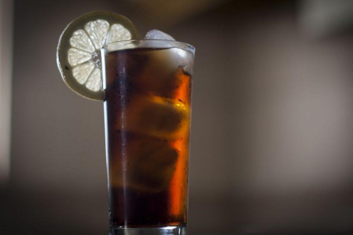 Los tragos menos calóricos son la cerveza, con 35 calorías por cada 100 ml y el espumante, que contiene 67 calorías en la misma cantidad. Foto:Aton. Imagen Por: