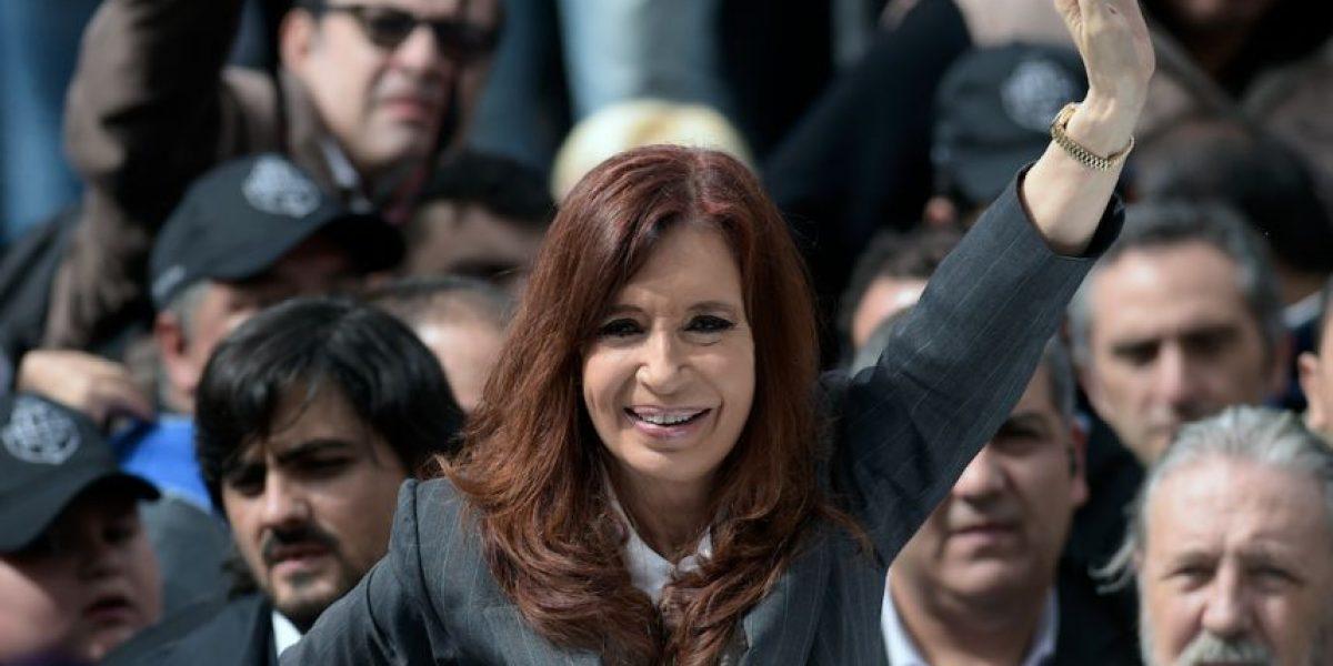 Cristina Kirchner respalda a Rousseff y denuncia plan contra gobiernos populares