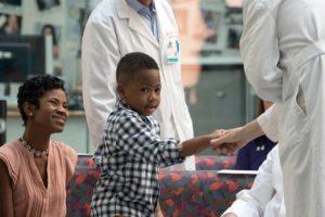 Perdió sus cuatro extremidades por una infección Foto:AP. Imagen Por: