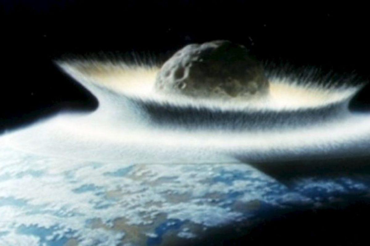 Fotos: Esto nos pasaría si cae un asteroide como el que mató a los dinosaurios Uno de los más cercanos en rozar la Tierra fue el asteroide Apofis en 2004. Aunque el riesgo es que vuelva en 2029. Pasaría a 35 mil kilómetros de la Tierra. Foto:Astroart. Imagen Por: