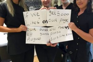Los empleados pidieron likes para que su jefe les pagara las vacaciones Foto:Facebook.com/Mcgills-Hairdressers. Imagen Por: