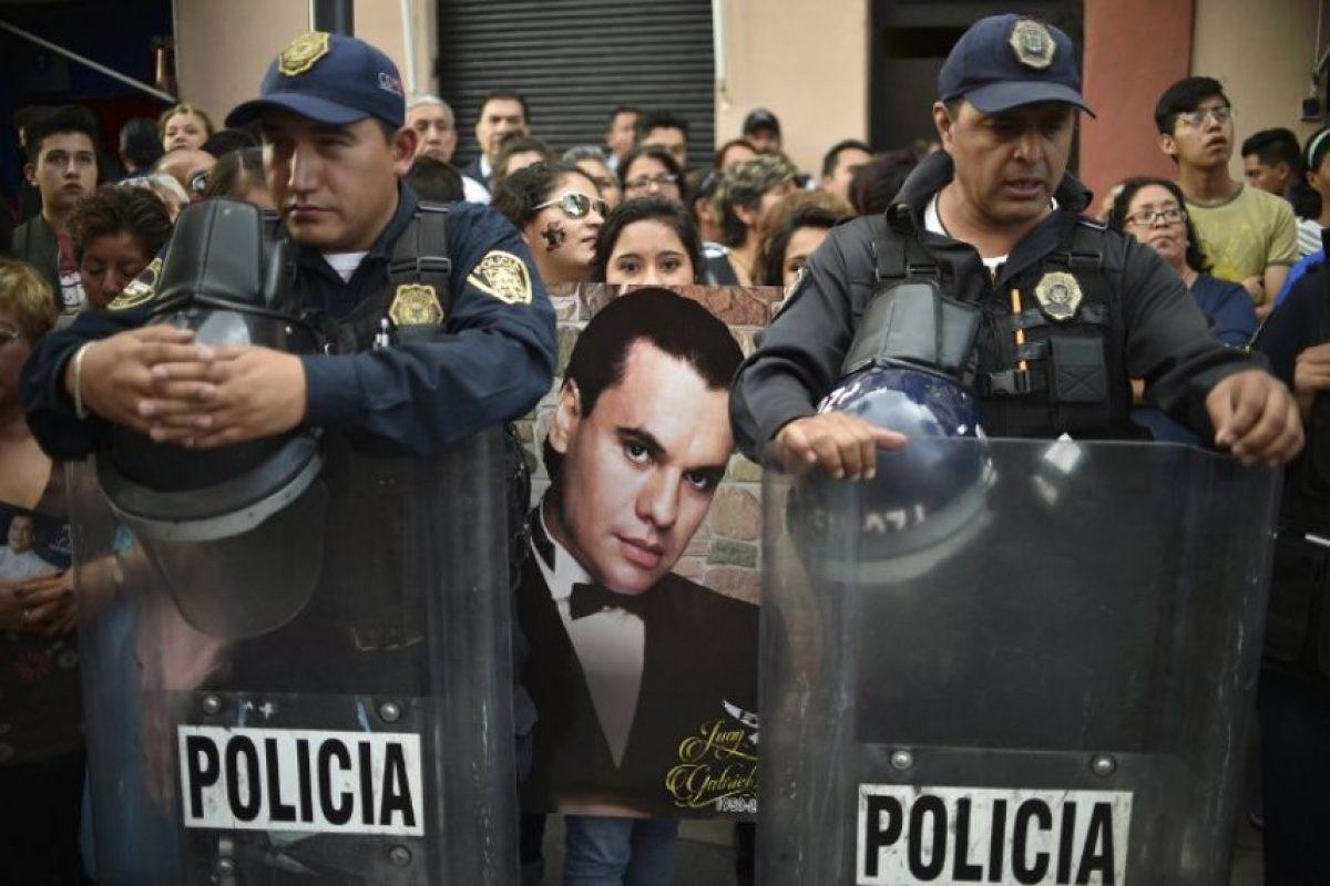 En la capital del país las personas esperan al homenaje que se realizará el próximo lunes Foto:AFP. Imagen Por: