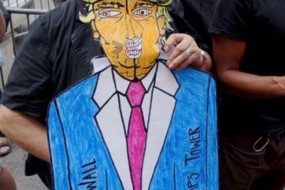 Llevaron dibujos y pancartas en contra del candidato Foto:AFP. Imagen Por: