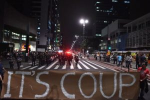 """Las manifestaciones de ayer en Sao Paulo fueron mayoritariamente convocadas a través de Facebook. """"Tanto si están a favor o en contra de la destitución, la gente debe saber que están teniendo sus derechos despojados"""", afirmó uno de los organizadores. Foto:AFP. Imagen Por:"""
