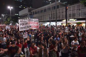 Los disturbios entre los manifestantes de Sao Paulo y la policía comenzaron en la Avenida Paulista. 3.000 partidarios del PT, según sus propios cálculos, bloquearon la avenida durante más de una hora desencadenando la reacción violenta de la Policía Militar. Durante la mañana, otros grupos de manifestantes bloquearon algunas de las principales arterias de la ciudad. Foto:AFP. Imagen Por: