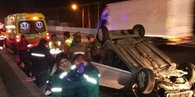 Una persona herida dejó volcamiento en Autopista Central