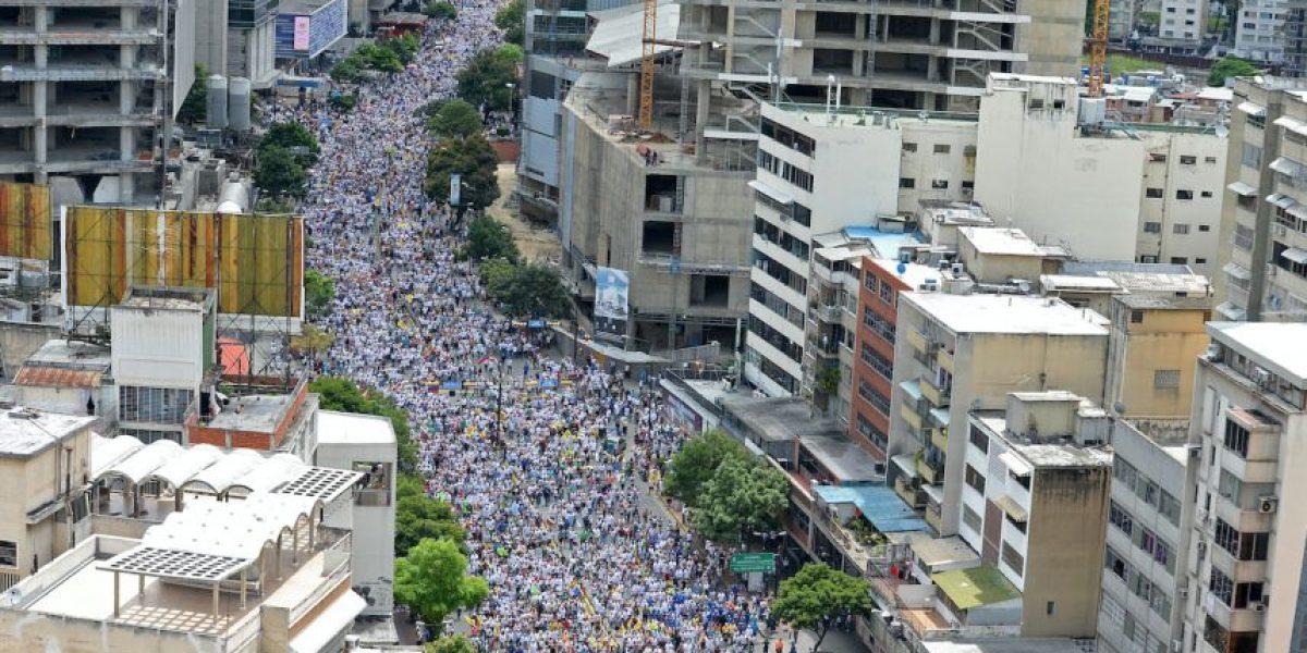 A pesar de bloqueos miles de opositores se concentran en
