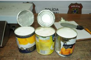 Diferentes tipos de conservas como sardinas, durazno, verduras han sido utilizados por los narcotraficantes para llevar la droga en encomiendas o maletas. Foto:Policía de Costa Rica. Imagen Por: