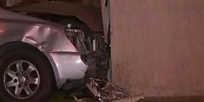 Persecución terminó con un herido a bala y automóvil impactando un edificio de Maipú