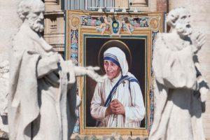 El nombre real de la Santa era Agnes Gonxha Bojaxhiu Foto:Getty Images. Imagen Por: