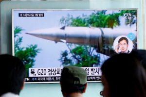 Los proyectiles fueron lanzados hacia las 12.14 hora de Seúl (03.14 GMT) desde Hwangju (oeste) y cayeron en aguas de la Zona de Identificación de Defensa Aerea (ADIZ) de Japón tras recorrer una distancia de aproximadamente 1.000 kilómetros. Foto:Efe. Imagen Por: