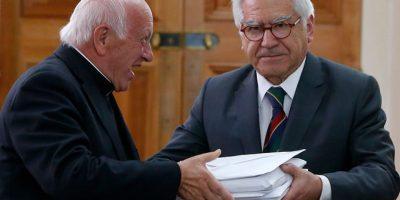 Cardenal Ezzati entrega firmas contra el aborto al ministro de Interior