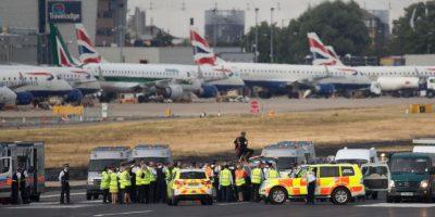 Protesta de grupo antirracista paraliza exclusivo aeropuerto de Londres