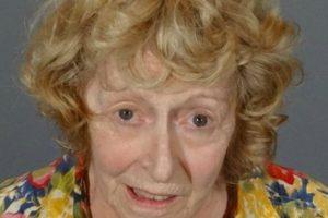 Donna Higgins de 72 años. Es señalada como responsable de conducir en estado de ebriedad Foto:Departamento de Policía de California. Imagen Por: