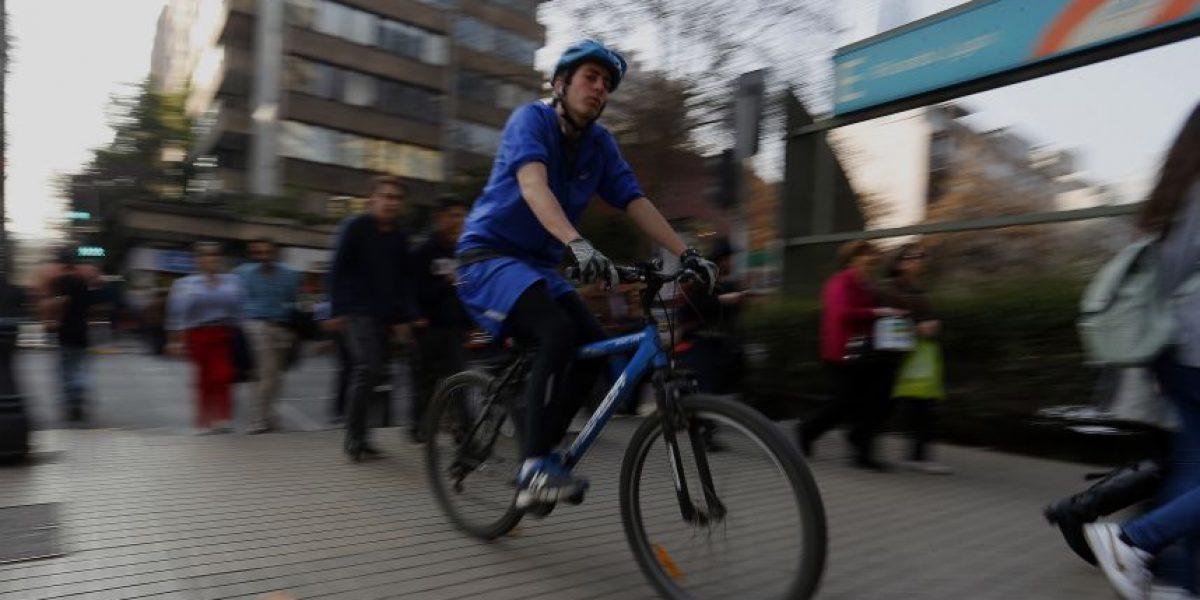 Providencia   desiste: no aplicará  multas a ciclistas que circulen por las veredas