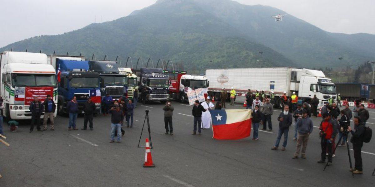 Camioneros de la CNTC anuncian manifestaciones en carreteras y puertos