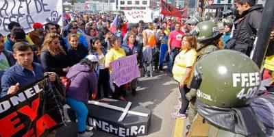 Pescadores artesanales protestan con barricadas contra