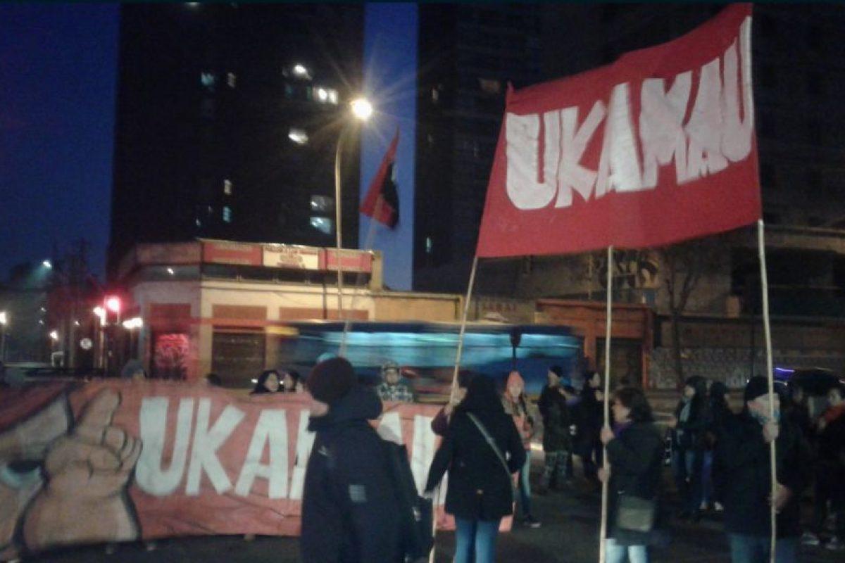 La protesta dejó al menos cuatro detenidos y afectó el tránsito hacia el oriente. Foto:Reproducción Twitter @ismaelpitin. Imagen Por: