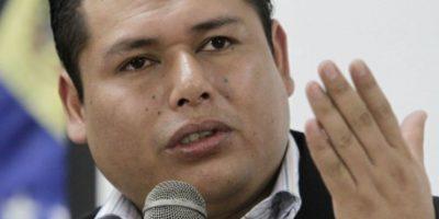 Ex diplomático boliviano huye a Chile y acusa